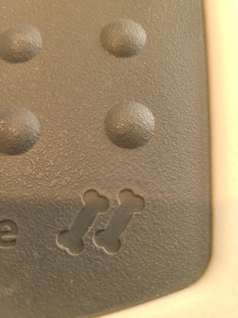 Closeup of a portion of a plastic pet carrier